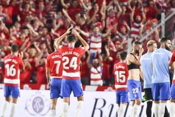 Foto: Los jugadores del Granada celebran su última victoria liguera / Fuente: Marca