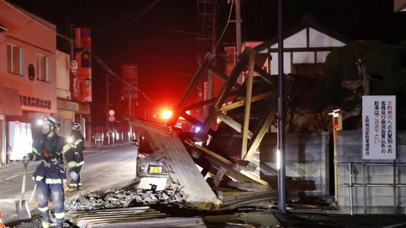 Decenas de heridos y casi un millón de casas sin electricidad por el sismo en Japón