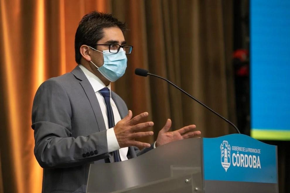 El ministro de Salud Diego Cardozo contrajo coronavirus.