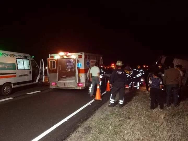 Achiras: Accidente entre un camión y un auto.