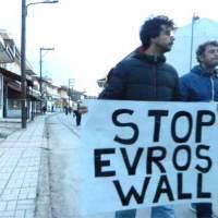 """Manifestantes enfrentaram polícia contra o """"muro de Evros"""""""