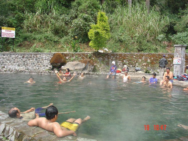 Wisata-alam-di-Malang-Pemandian-Air-Panas-Cangar-Batu