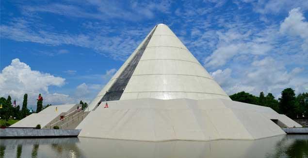 tempat-wisata-di-jogja-yang-wajib-dikunjungi-Monumen-Jogja-Kembali