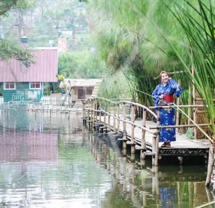 Wisata-Bandung-Floating-Market-baju-kimono