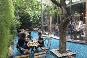 cafe-yang-bagus-di-Bandung-One-Eighty-Coffee-Music