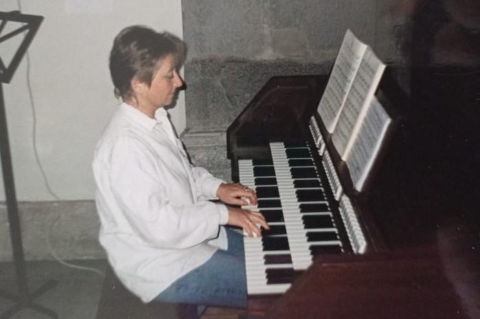 """Zoritsa, profesora de piano: """"Cuando estás triste, tocas el piano y te salen lágrimas, pero tú revives"""""""