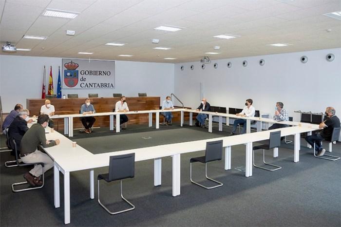 Gobierno de Cantabria, entidades locales y Repsol acuerdan estudiar soluciones para recuperar el camino de Urdón