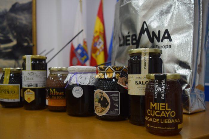 """Vega de Liébana celebra la X Feria de la Miel y otros Productos Agroalimentarios: """"En estos eventos siempre sale alguna iniciativa o mejora que luego se plasma en la realidad"""""""