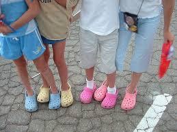 El calzado de la polémica: las crocs, entre los amantes y los críticos