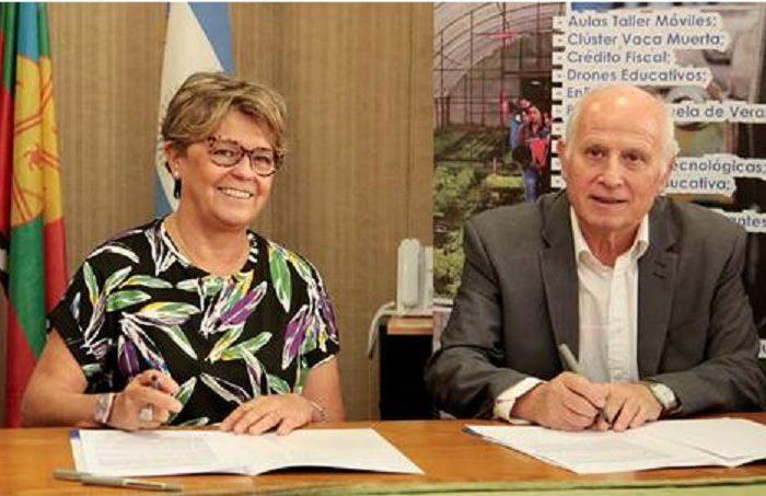 Alumnos neuquinos desarrollarán módulos de energías limpias para espacios públicos de la provincia