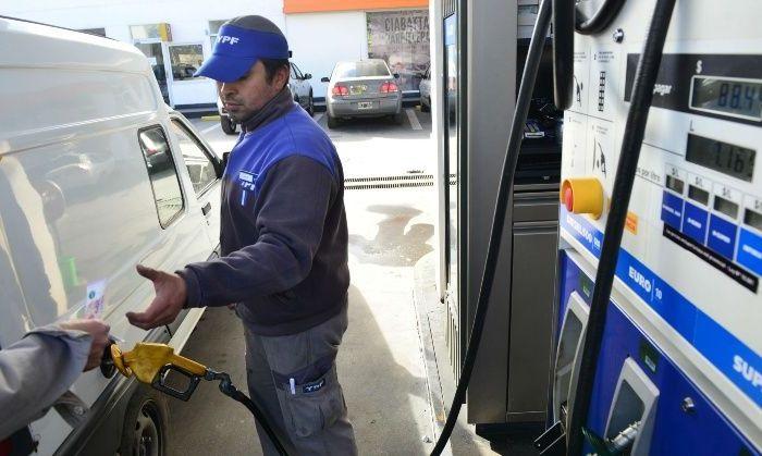 Oficializan que suba de impuesto a los combustibles se divide en dos