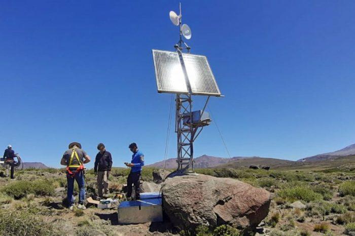 Avanza la instalación de la red de monitoreo volcánico en Copahue