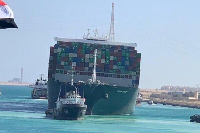 Las maniobras para intentar reflotar el barco encallado desde el martes pasado han tenido éxito esta madrugada