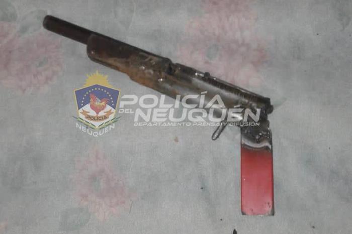 """Demorados con una """"Tumbera"""", un arma de fuego y estupefacientes en su poder"""