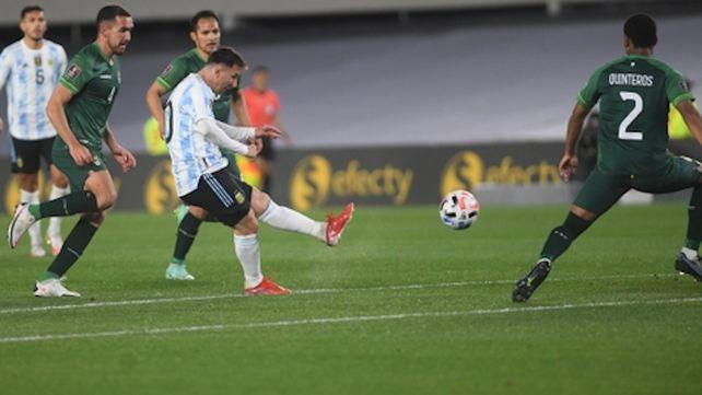 Con tres golazos de Messi, Argentina venció a Bolivia