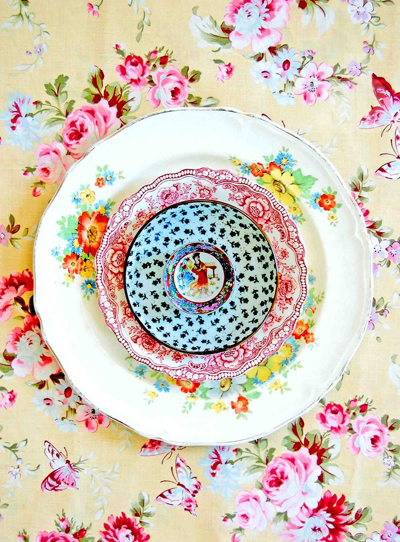 lula-aldunate-radiates-mandalas-from-patterned-ceramic-plates-designboom-09