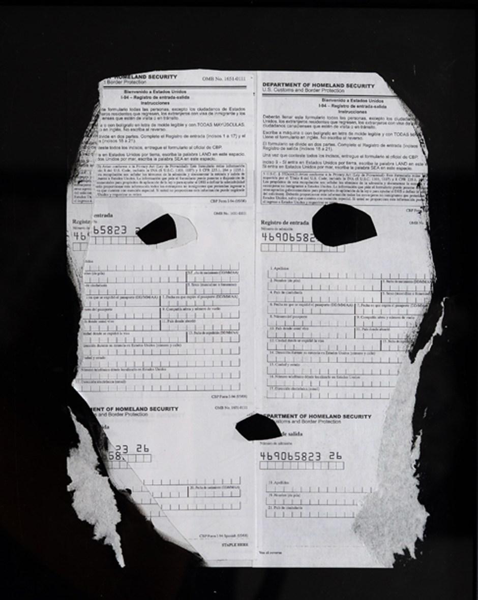 Immigration_Line_detail_mixta_sobre_papel_38x31cm_2012