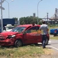 Auto y camión chocaron en el cruce a Gaboto: un herido