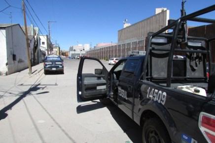 Atrapan federales a sujeto drogado y armado con una 9 milímetros, en pleno centro de la ciudad