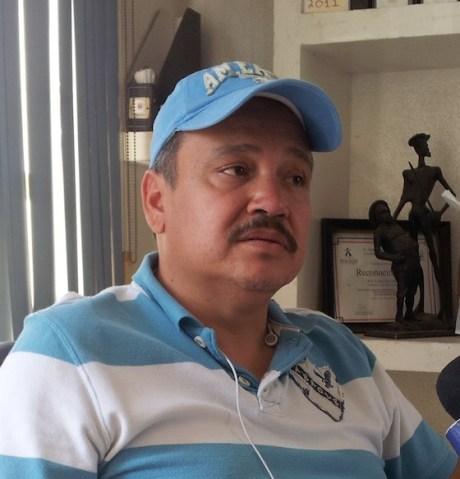 El médico veterinario, Ariel Félix.