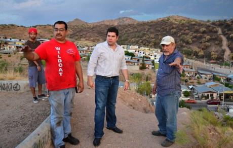 El legislador por Nogales se reunió con vecinos de San Carlos.