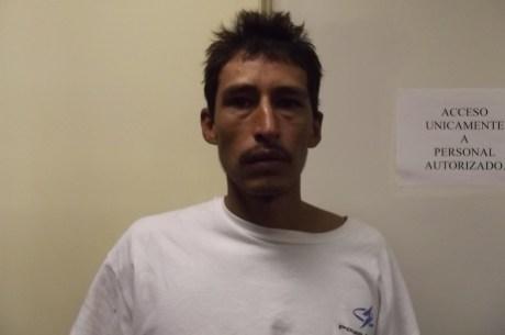 El sujeto detenido con droga.