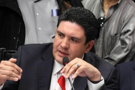 El legislador nogalense Humberto Robles Pompa.