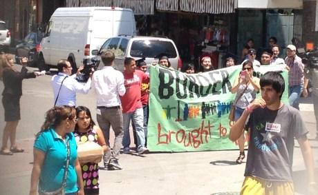 En el movimiento participaron ocho de los nueves jóvenes recién liberados.