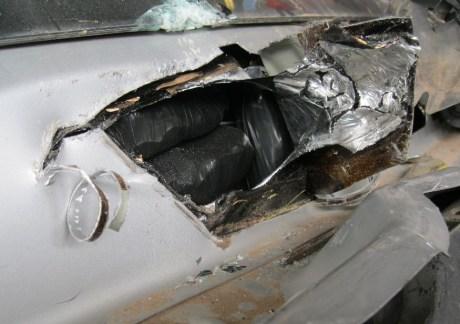 Cargamento de 7.5 kilogramos de metanfetaminas hallados en el tablero de un pick up.