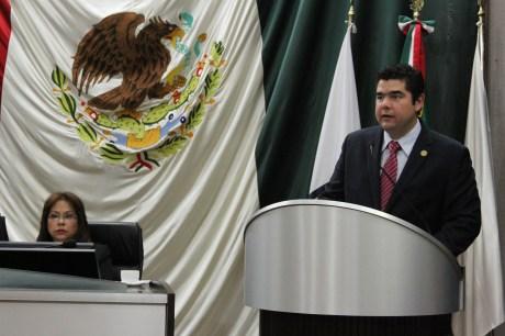 El legislador por Nogales, Alejandro García Rosas, dio lectura al informe.