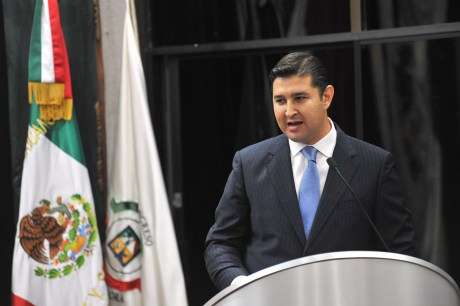 El diputado Javier Neblina Vega.