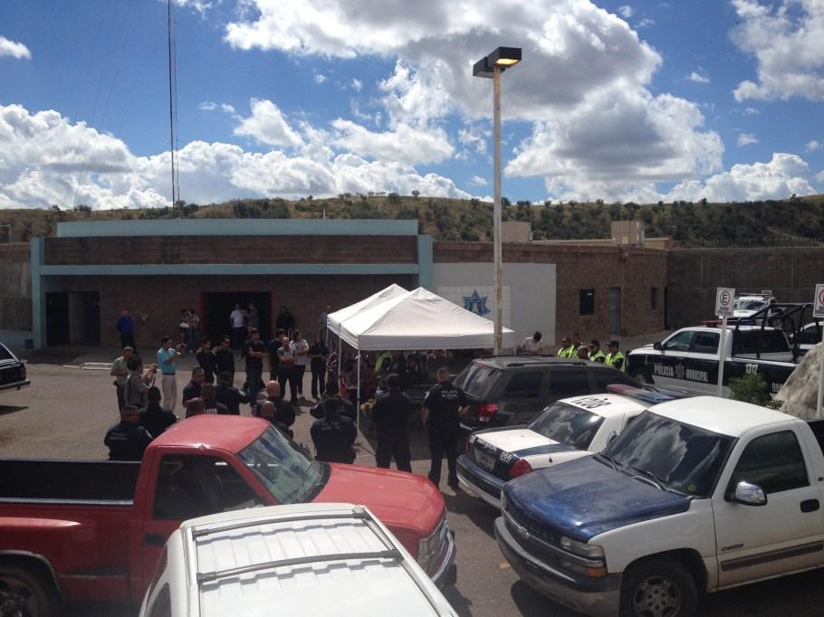 El lugar acudieron familiares y amigos del sujeto suicida.