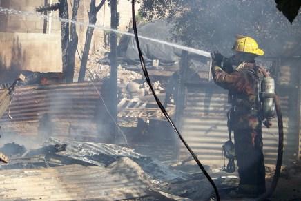 Tras quema de vivienda en Los Encinos, quedan 4 intoxicados que apenas alcanzaron a escapar