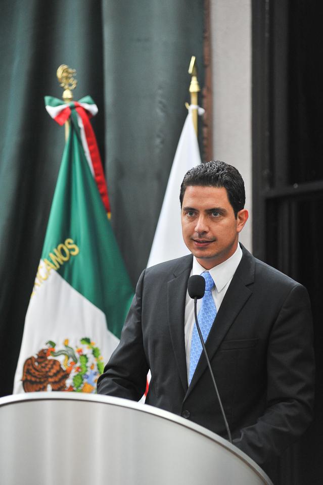 El diputado Luis Nieves.