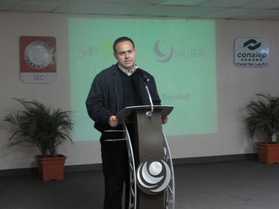 El alcalde Leonardo Guillén ha encabezado los bloqueos.