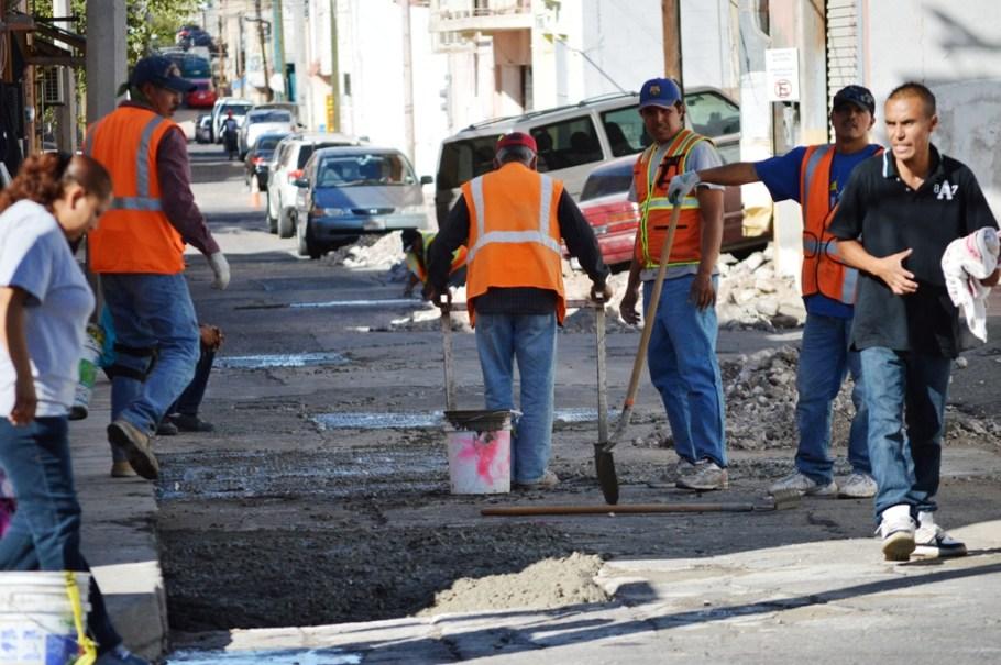 Realizan trabajos complementario para pavimentación de la avenida Obregón.