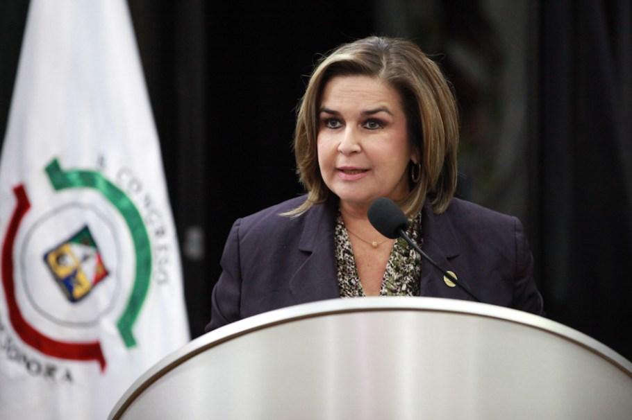 La diputada Karina García, de Caborca.