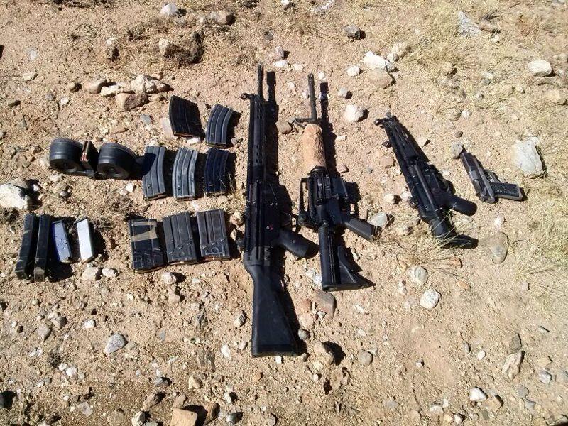 Algunas de las armas largas incautadas.