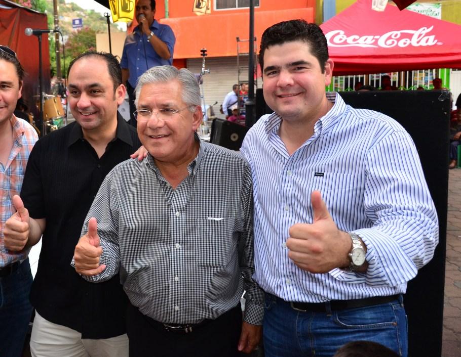 El legislador Alejandro García felicitó al alcalde por el éxito del evento.