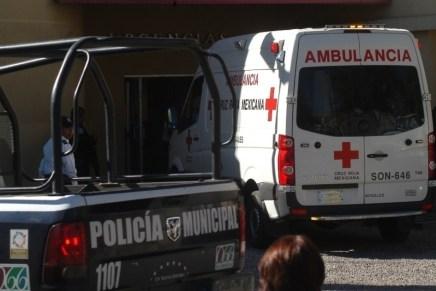 «Tiran» moribundo a menor de edad con un balazo en la cabeza, en la banqueta del IMSS