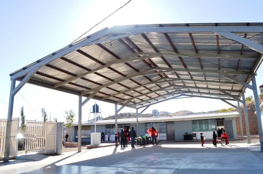 Entrega beneficios RGM en escuela del fraccionamiento Las Hacienda.