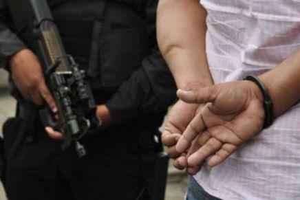 Entregan cristianos a un rijoso sujeto, amenazó con matar a mujer, en La Mesa