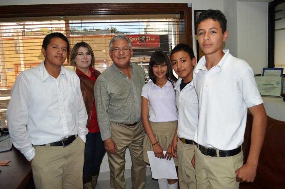 Solicitan apoyo estudiantes de secundaria para mantenimiento de parque en la colonia Las Bellotas.