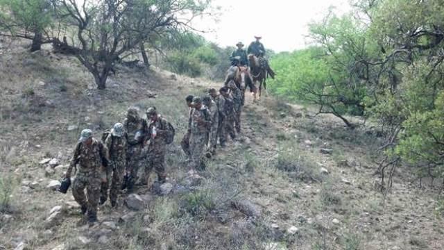 Grupo de trece migrantes detenido cerca de Arivaca.