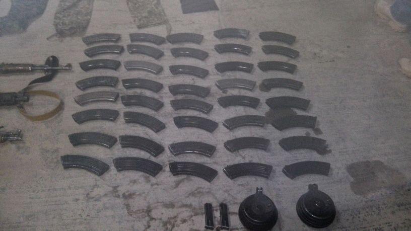 Decenas de cargadores decomisados.