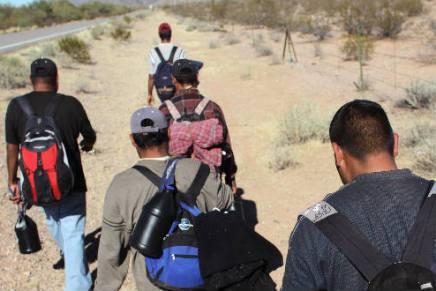 Rescatan militares a grupo de migrantes centroamericanos en región desértica