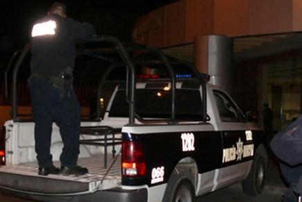 Arroja 3 detenidos persecución de taxi, resultó carro robado con placas sobrepuestas