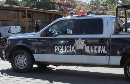 Rescatan policías a niño de apenas 8 años cuando deambulaba solo por la calle