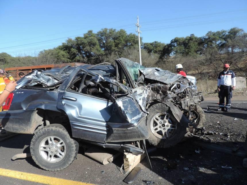 Choque de frente entre dos vehículos deja un muerto y otro ...