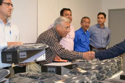 Entrega alcalde Ramón Guzmán uniformes a elementos de la Policía Municipal